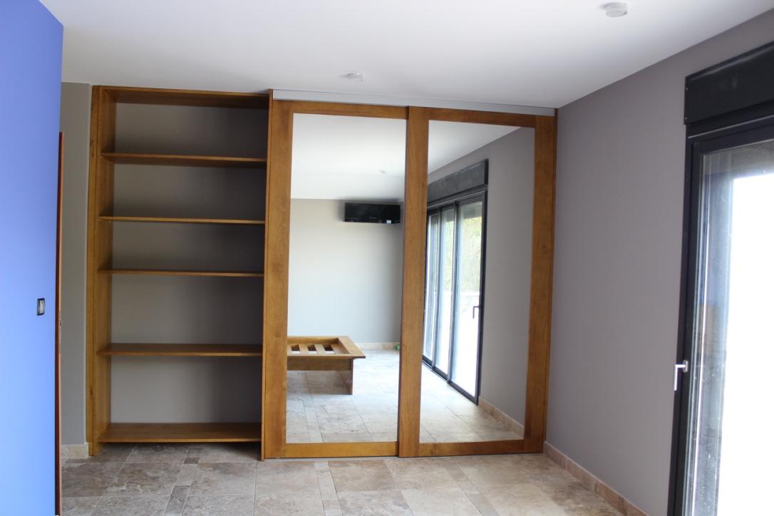 agencement de placard avec portes coulissantes sur mesure idmr. Black Bedroom Furniture Sets. Home Design Ideas